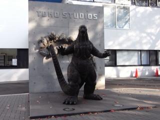 東宝スタジオのゴジラ像1.JPG