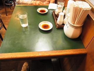 おけ以(おけい)テーブル席.JPG