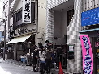 中野都立家政麺や七彩入店待ち行列.JPG