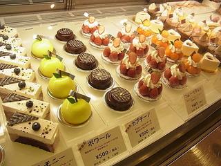 人形町シュークリー(Sucre-rie)店内ケーキ販売.JPG