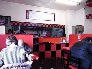 天金旭川ラーメン村店店内.JPG