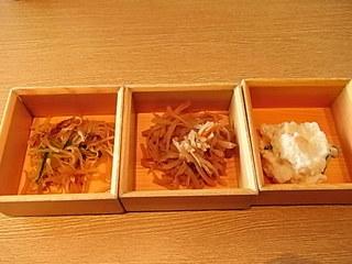 桜木町大釜ごはん銀のつぶらお通し3種.JPG