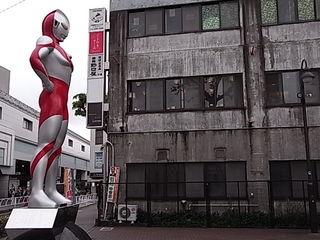 祖師ヶ谷大蔵駅前ウルトラマン像.JPG