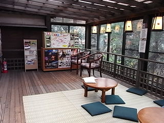 鬼太郎茶屋深大寺店2階妖怪ギャラリー癒しのデッキ.JPG