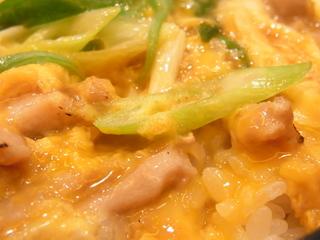 鶏三和純鶏名古屋コーチン親子丼炙り鳥肉の具.JPG