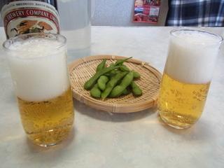 JR松田駅前割烹肉八ビールと枝豆.JPG