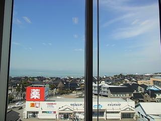 かじやばし店内から眺める富山湾.JPG