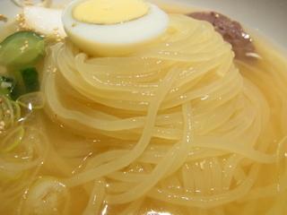 ぴょんぴょん舎盛岡冷麺の麺1.JPG