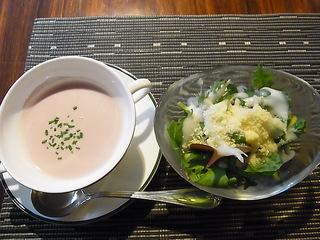 成城CORTYコルティCHEZ MATSUパエリアランチのサラダとスープ.JPG