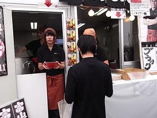 東京ラーメンショー2011富山ブラック麺家いろは店頭2.JPG