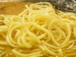 松山魚介系らーめん あづま家の醤油ラーメンの麺.JPG