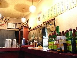 松田町ラーメン屋丸嶋店内カウンター.JPG