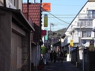 鎌倉ティーサイドT-SIDE鶴岡八幡宮参道方面から見た看板.JPG